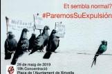 Concentración para paralizar la expulsión de una vecina hondureña