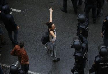Lafede.cat condemna la violació de drets humans durant el referèndum, convoca a l'aturada del 3 d'octubre i demana suport a les entitats socials de l'Estat per trobar solucions al conflicte.