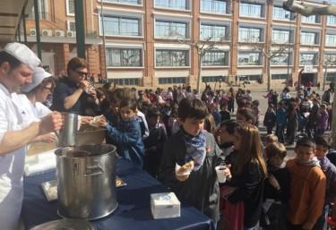 Los colegios La Salle de Paterna se unen a las 'xocolatadas' de comercio justo en Fallas