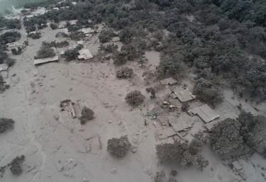 Farmamundi y ASECSA inician la atención sanitaria de emergencia a las familias afectadas por la erupción del volcán Fuego en Guatemala