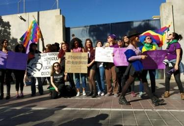 Col·lectius i entitats mostrem la nostra profunda indignació davant la proposta del PP de parar les expulsions de dones migrants si donen als seus fills en adopció