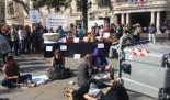 La campaña Pobresa Zero denuncia la desigualdad obscena junto al alcalde de la ciudad de Valencia