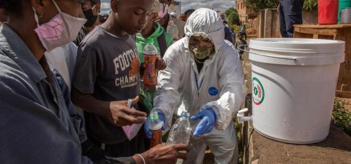 Cooperación África: El riesgo de una población ya expuesta a hambruna y enfermedades previas.