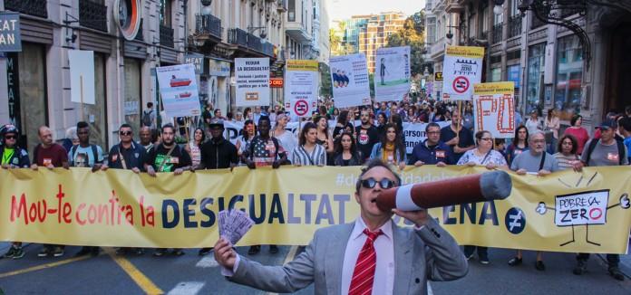 """Miles_de_personas_salen_a_la_calle_en_la_Comunitat_Valenciana_para_exigir_politicas_concretas_que_acaben_con_la_""""desigualdad_obscena""""__"""