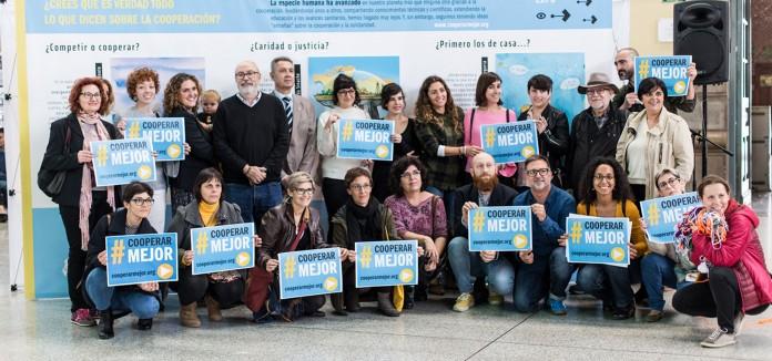 La_estacion_de_Valencia_Nord_acoge_una_exposicion_con_nueve_ilustradoras_valencianas_que_desmontan_mitos_sobre_la_cooperacion_
