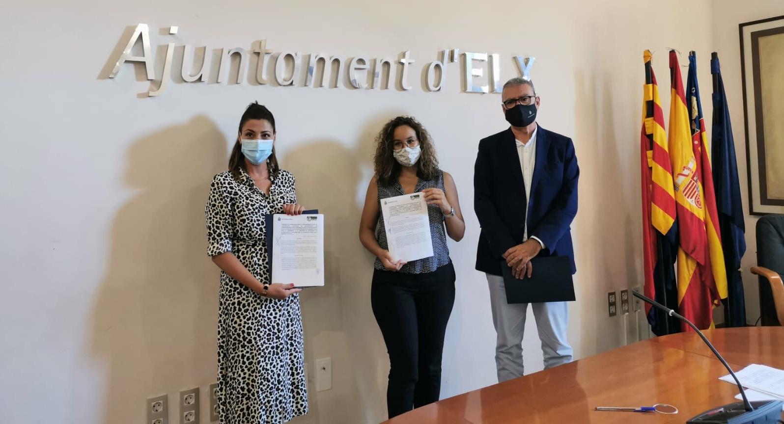 Imagen del acto de firma del Convenio entre la Coordinadora Valenciana de ONGD y el Ayuntamiento de Elche