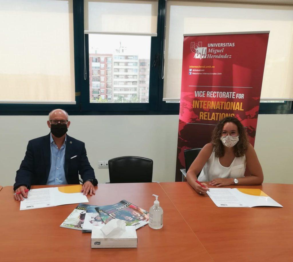 Foto de la firma del Convenio entre la Universidad Miguel Hernández y la Coordinadora Valenciana de ONGD