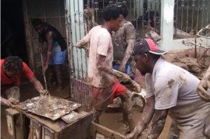 Trabajos para recuperar hogares tras el paso del huracán Eta