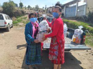 Entrega de artículos de primera necesidad por Farmamundi en Guatemala
