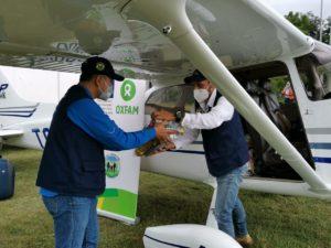 Entrega de material humanitario por parte de Oxfam Intermón
