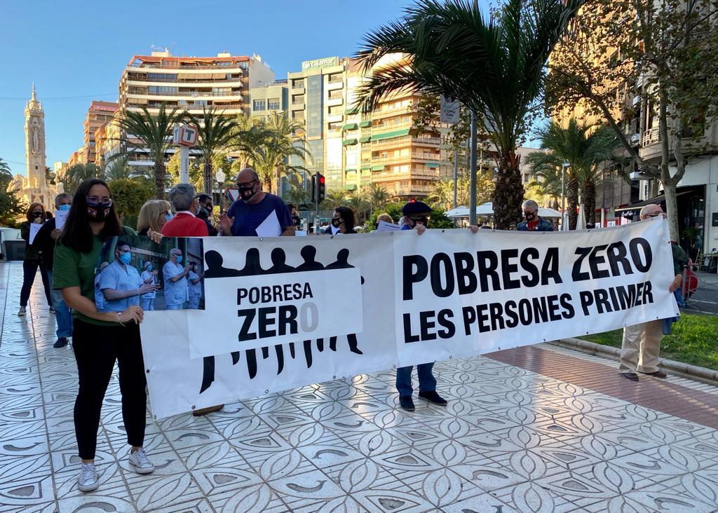 Concentración de las ONGD de Alicante en octubre de 2020 dentro de la campaña Pobresa Zero