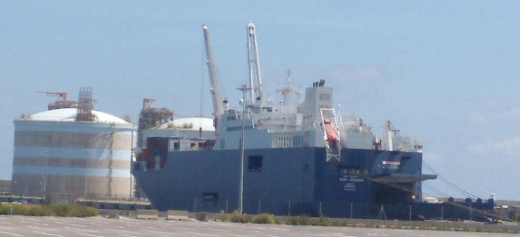 Barco saudí en Sagunto. Centre Delàs.